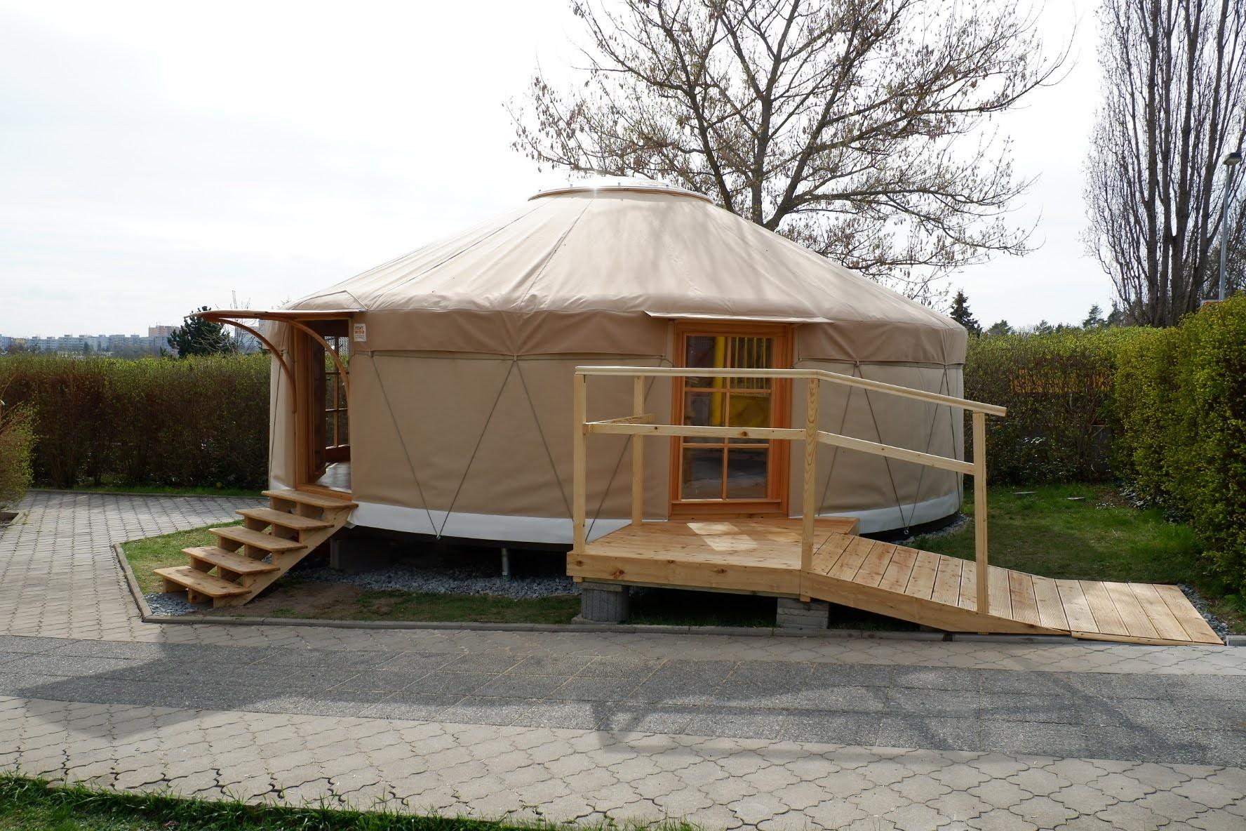Naše nová jurta v Praze